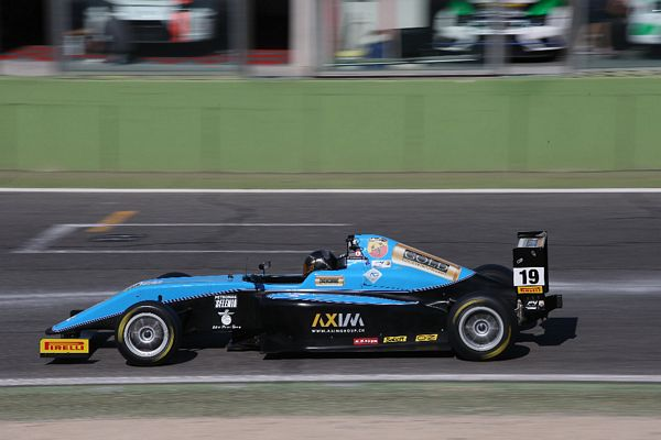 F4 Giacomo Bianchi in zona punti anche a Vallelunga