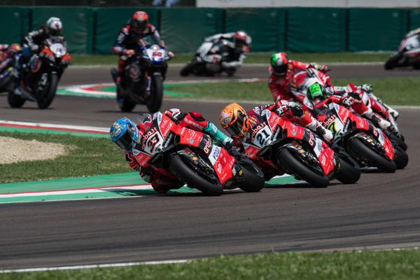 Il team Aruba.it Racing - Ducati sul podio ad Imola con Melandri